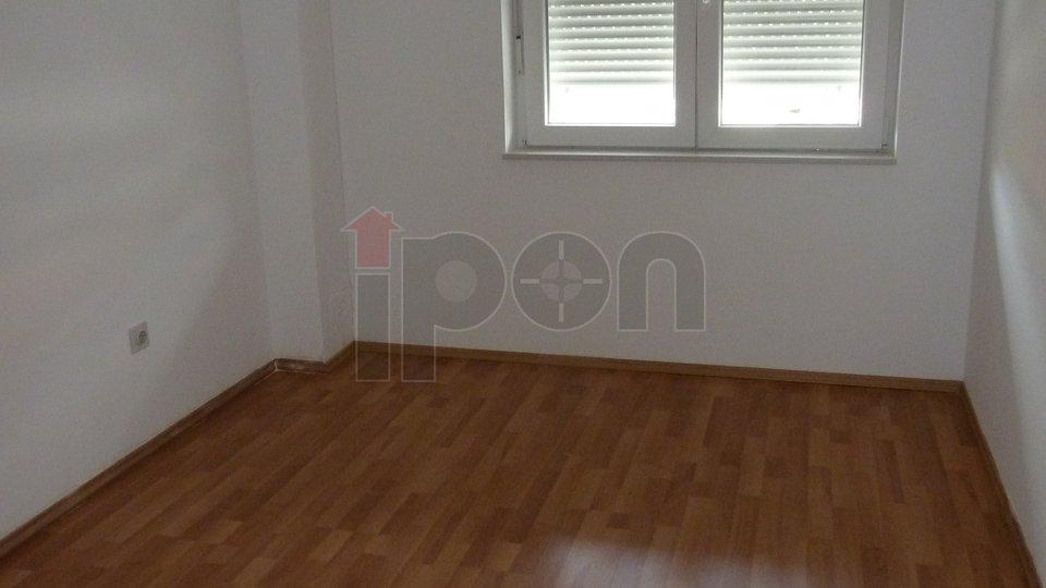 Zamet G. uredan stan površine 80 m2, 1. kat, balkon, pogled