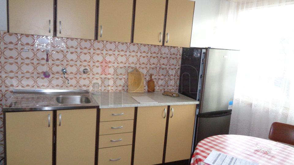 Marinići, samostojeća kuća sa dva stana i garažom