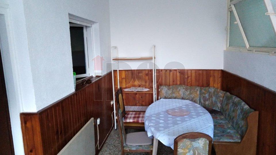 Lovran, stan u prizemlju sa balkonom, 300 m od mora