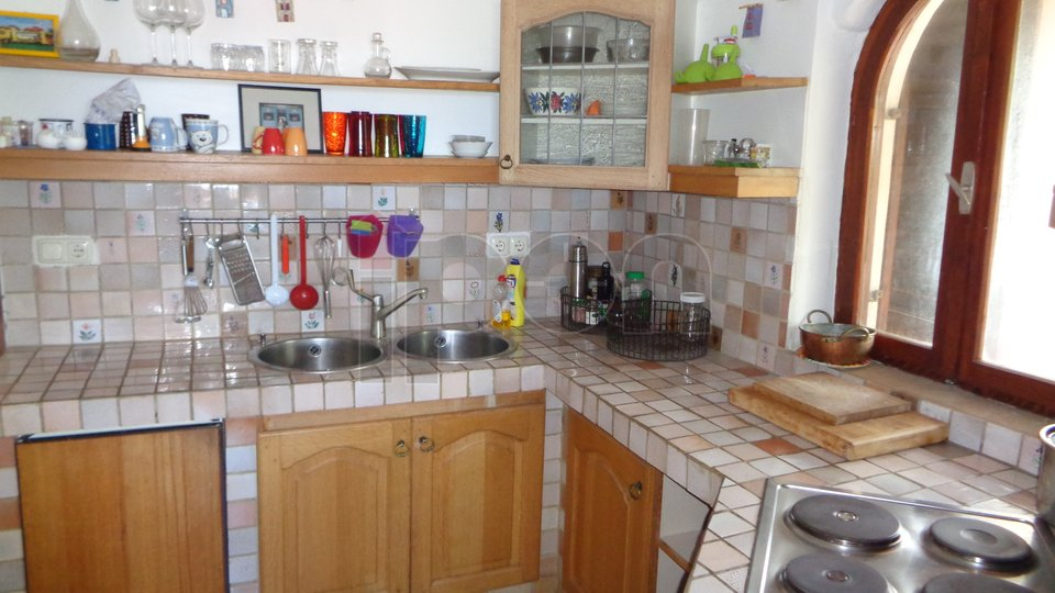 Novi Vinodolski, kuća sa dva stana u blizini mora