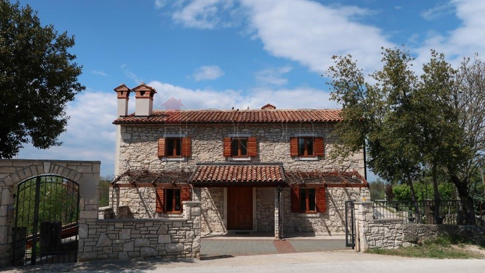 House, 272 m2, For Sale, Labin