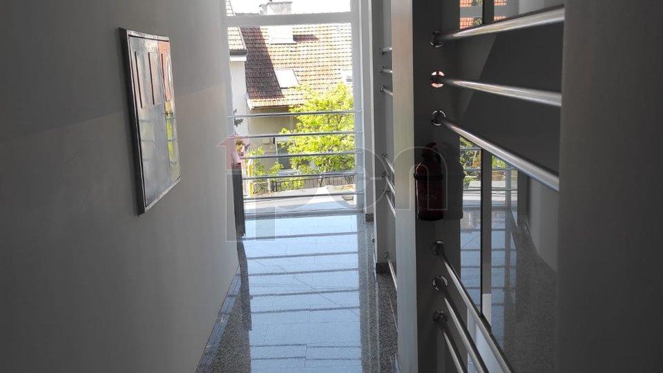 Zagreb, Maksimir, luksuzan stan na atraktivnoj lokaciji s terasom, loggiom i parkingom, kvalitetna gradnja, uredna vlasnička dokumentacija!