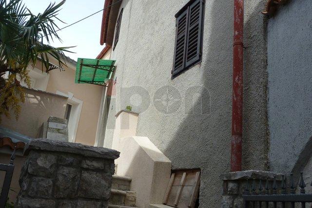 Krk, starija kuća na atraktivnoj lokaciji u staroj gradskoj jezgri