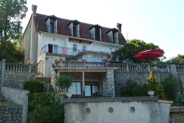 Lovran, okolica, samostojeća kuća na padinama Učke, prekrasan panoramski pogled!