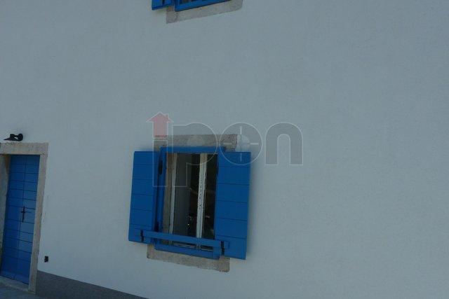Krk-Kras, lijepo obnovljena samostojeća starina na dvije etaže