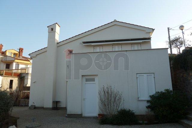 Krk, Vrbnik, kuća za odmor sa dva apartmana i bazenom, blizina mora i plaže, lijep pogled!