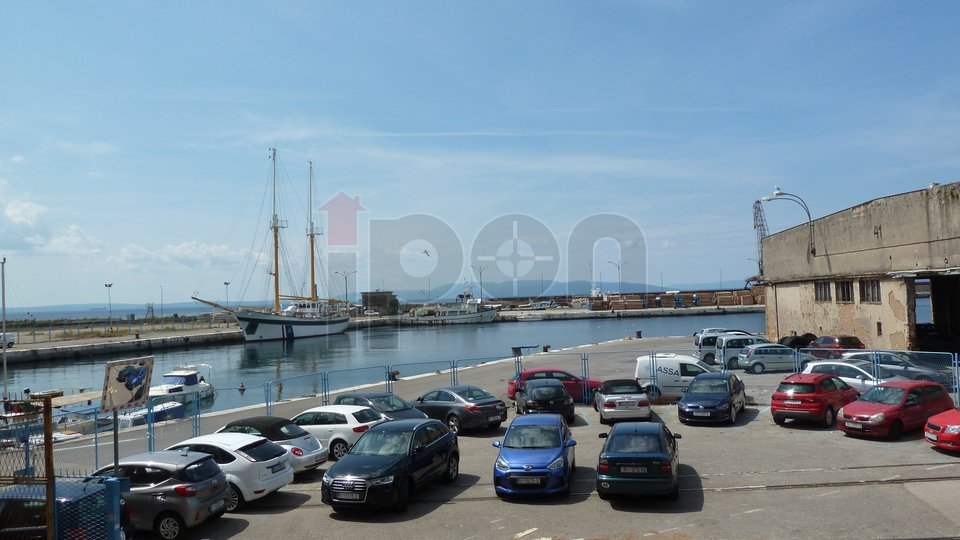 Rijeka, Centar, stan prvi red do mora, neposredno uz buduću marinu!