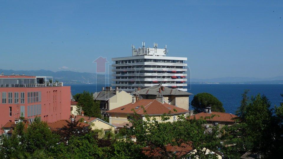 Opatija, gospodski stan u stambenoj vili, pogled, dva balkona, parking!