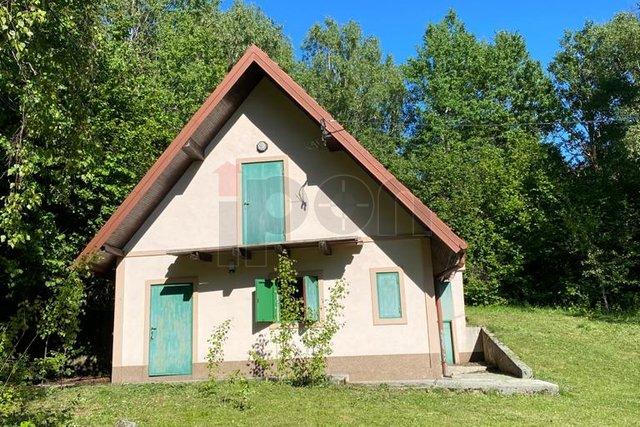 Novi Vinodolski – zaleđe, planinska kuća površine 112 m2