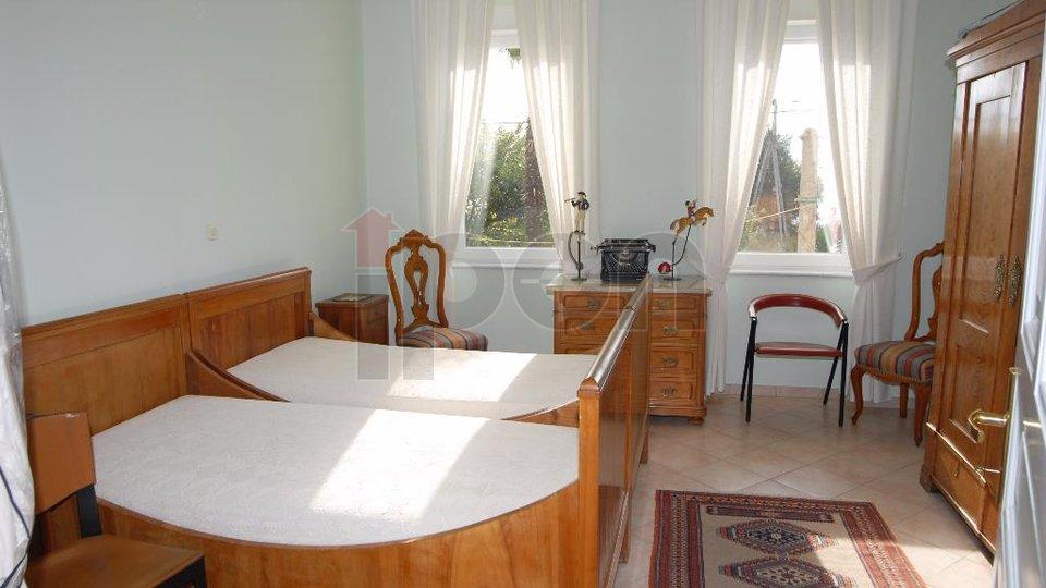 Matulji, samostojeća urbana vila uređena sa stilom na okućnici od 1200 m2