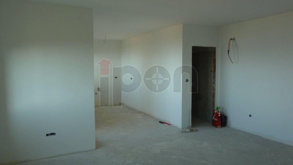 Kastav, Poslovni prostor u prizemlju novogradnje, odlična kvaliteta gradnje, vrhunski pogled, garaža!