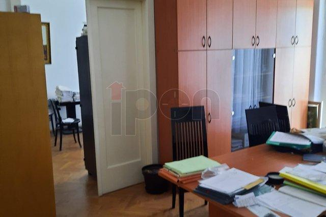 Zagreb, Iblerov trg, niži kat, pogodan za odvjetničkj ured ili liječničku ordinaciju!
