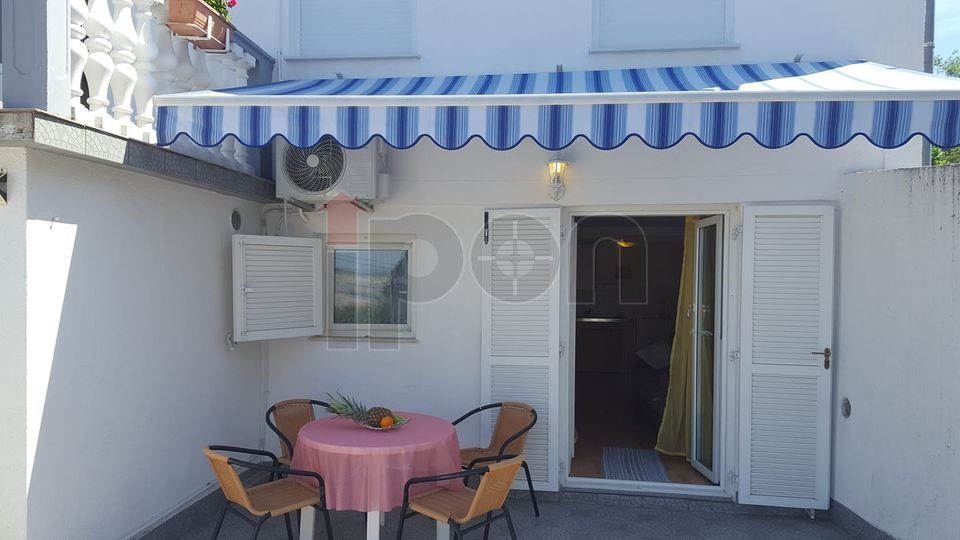 Jadranovo, samostojeća kuća sa 3 stana