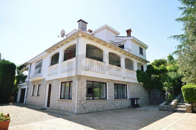 Ičići, villa na prodaju, mirno okruženje, pogled na more!