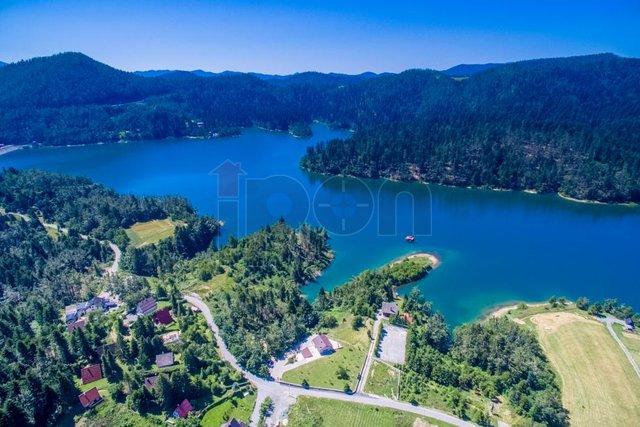 Lokve, goranska kuća sa dva stana, blizina Rijeke, Risnjaka, Platka i lokvarskog jezera!