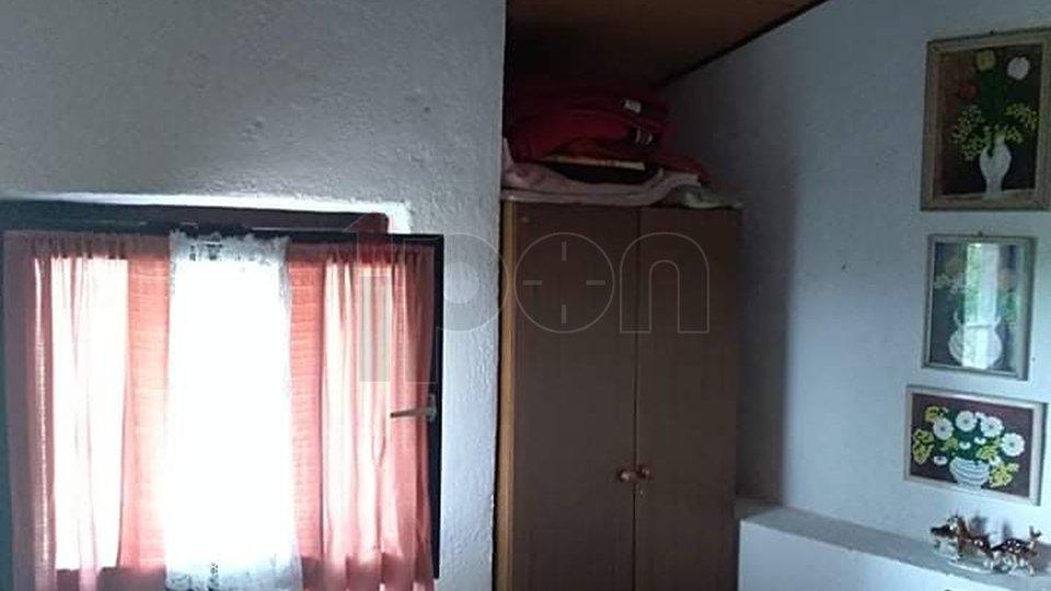 Vinodolska općina-Sv.Vid, mala kućica sa okućnicom