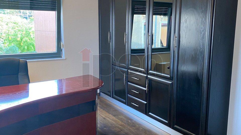 Centar, ekskluzivan 2-et. stan od 102 m2 u odličnoj zgradi s liftom