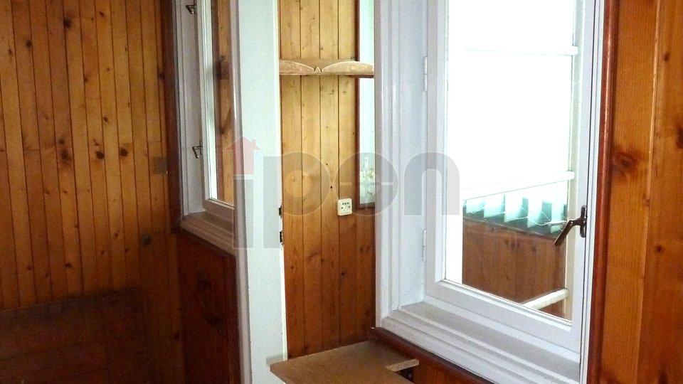 Skrad, samostojeća kuća sa 2 stana, okućnica 1151 m2, povoljno prodajemo!