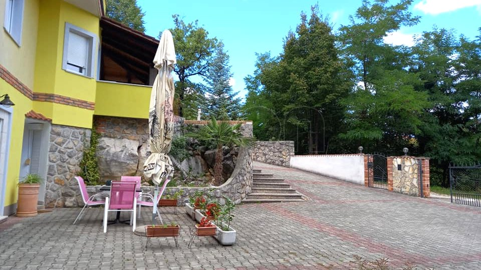 Matulji, prekrasna kuća sa tri stana
