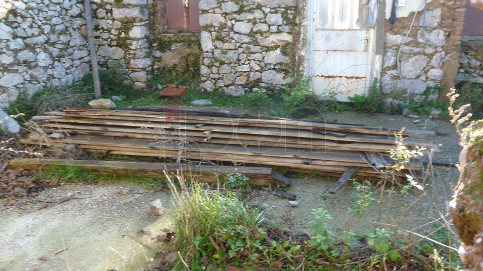 Dražice, ruševina na zemljištu površine 745 m2