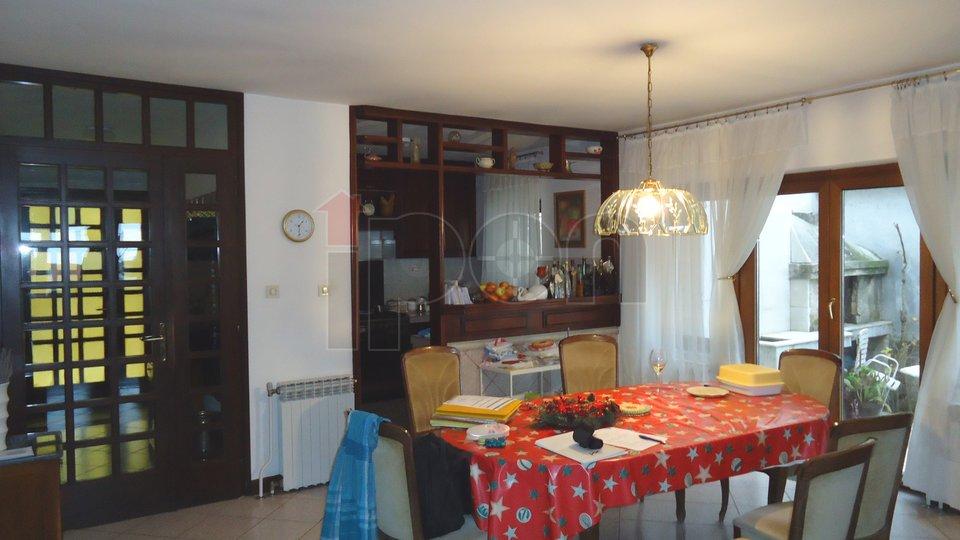 Drenova, kuća sa tri odvojene stambene jedinice i p.p