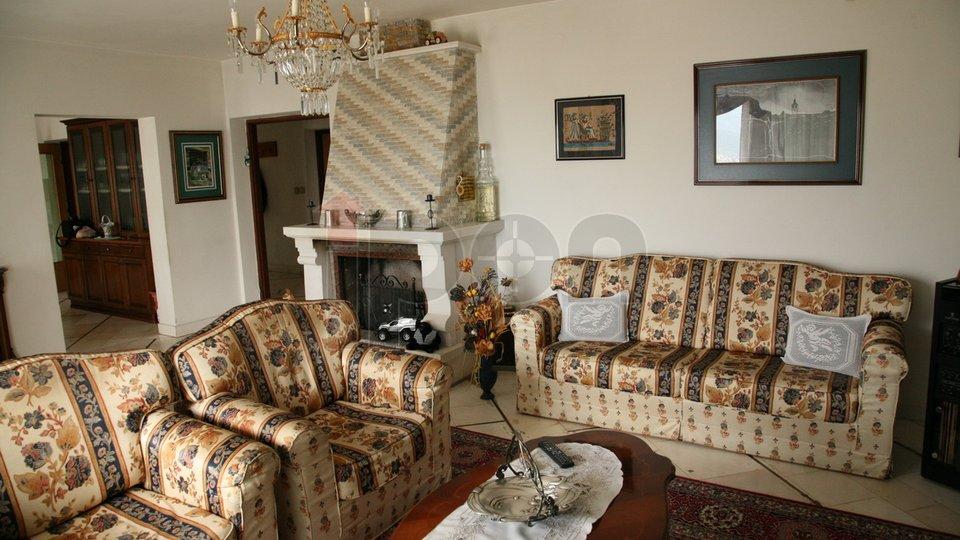 Rubeši, samostojeća kuća P+2, velika okućnica, pogled, 2 garaže