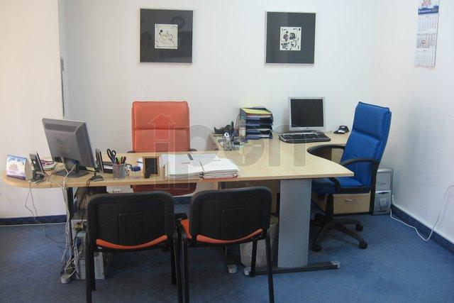 Centar-Sušak, poslovni prostor u prizemlju sa izlogom