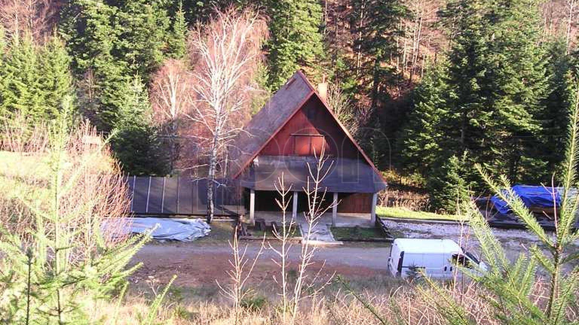 Mrzla Vodica, imanje sa kućom i građevinskim zemljištem, vlastiti izvor vode