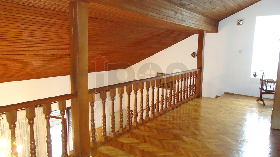 Malinska, samostojeća kuća +bungalov + garaža, 300m2 pakirnog prostora