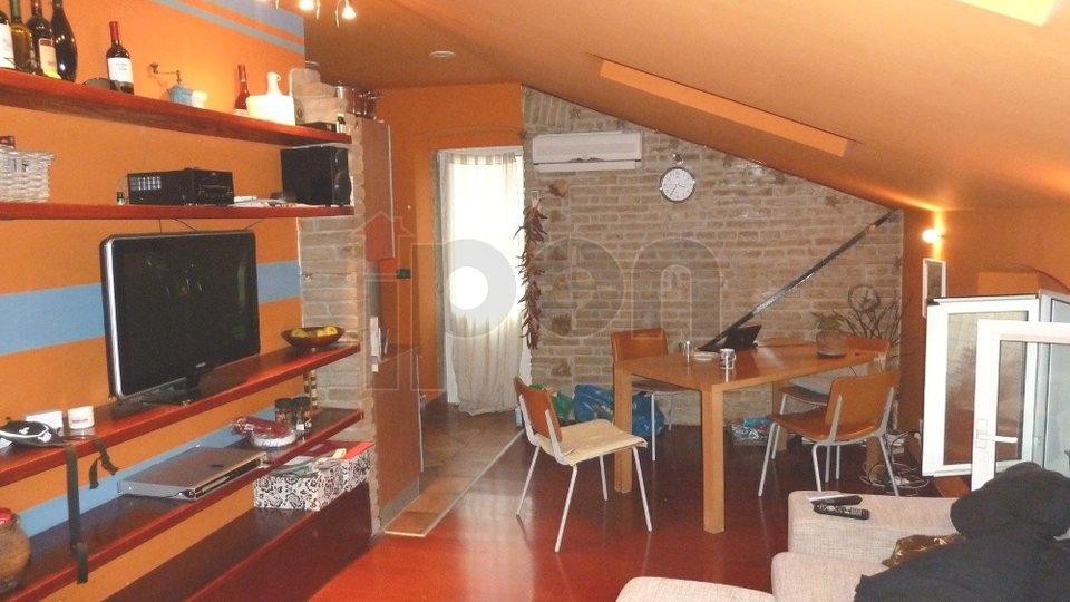 Bulevard, stan površine 184 m2 sa dvije razdvojene stambene jedinice na vrlo lijepoj lokaciji nedaleko od centra grada