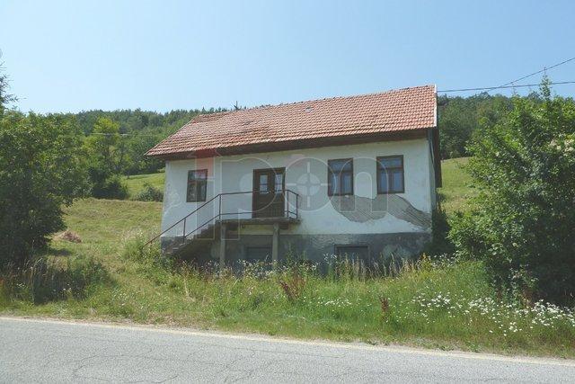 Vrbovsko, starina- prizemnica uz glavnu cestu, lijep pogled na okolinu!
